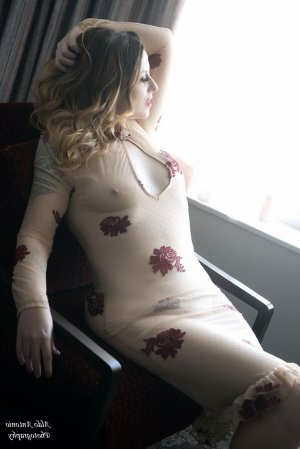 Maellis female escort, tantra massage