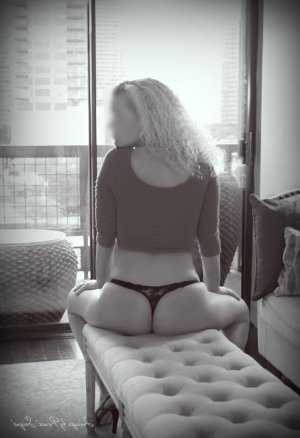 Hanna tantra massage and escort girl