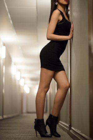 Alexine female escort girls