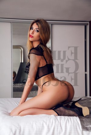 Abril escort girl